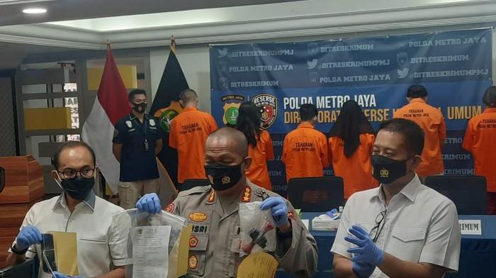Polda Metro tangkap 8 orang pembuat-pengguna surat swab palsu