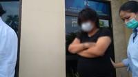 Pengakuan Perempuan Viral yang Mesum dengan Pria di Halte Bus di Senen