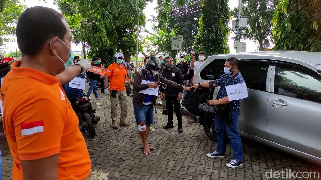 Potret Prarekonstruksi Perampokan Setengah Miliar Rupiah di Semarang