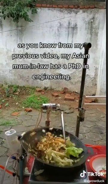 Teknisi Bikin Robot Masak Chinese Food