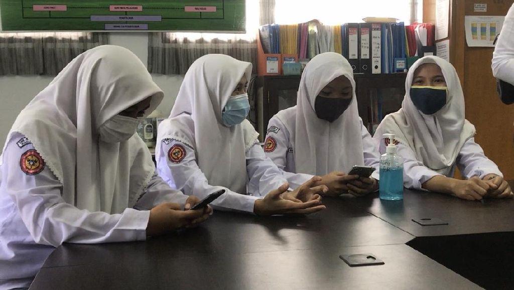 Cerita Siswi Nonmuslim SMKN 2 Padang Pilih Berjilbab ke Sekolah