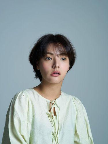Aktris Song Yoo Jung.