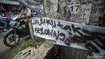 Spanduk Lucu Hingga Pohon Pisang Sindir Jalan Rusak di Bogor