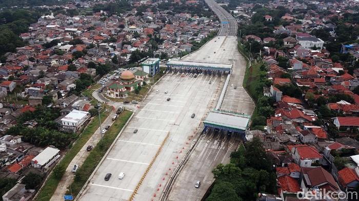 Tommy Soeharto gugat pemerintah membayar Rp 56 miliar. Gugatan dilayangkan terkait penggusuran bangunan miliknya di kawasan Proyek Tol Depok-Antasari (Desari).