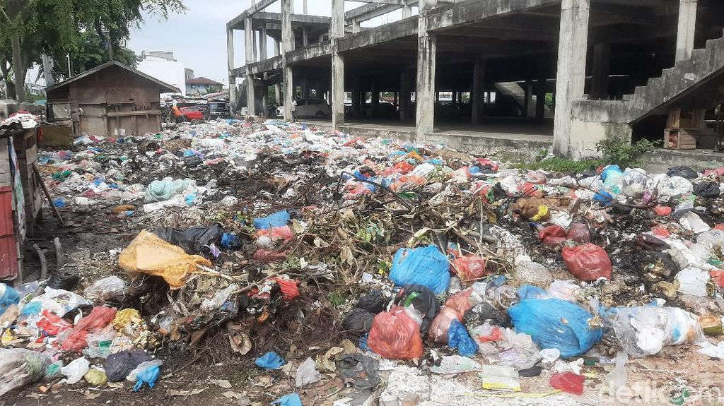 Omzet Pedagang Pekanbaru Turun Saat Pandemi, Makin Berkurang Akibat Sampah