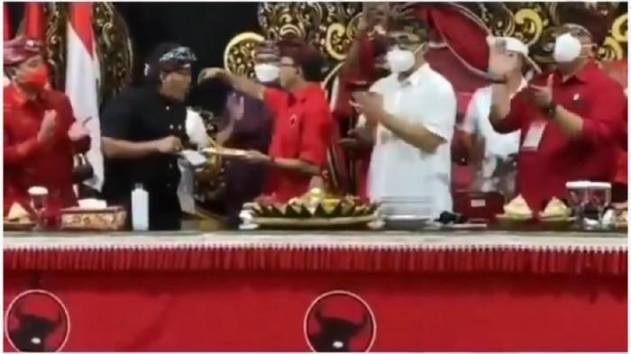 Viral di media sosial acara Dewan Pimpinan Daerah (DPD) PDIP di Bali saat sesi tiup lilin bersama dan suap-suapan tumpeng menggunakan sendok yang sama. Ketua DPD PDIP Bali I Wayan Koster angkat bicara.