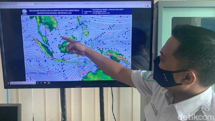 BMKG Maritim Tanjung Perak mengeluarkan peringatan waspada pasang air laut maksimum. Pasang air laut ini bisa berpotensi banjir rob di beberapa titik di Surabaya.