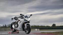 Ducati SuperSport 950, Mirip Panigale V4, Cocok buat Pemula