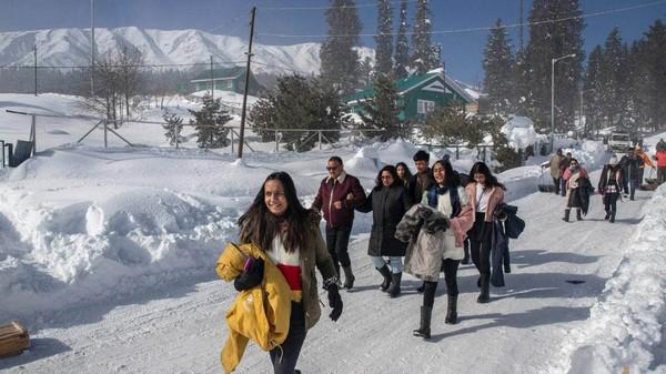 Kawasan ini sempat sepi karena adanya lockdown dan pembatasan keamanan Kashmir yang terkait dengan status semi otonom.