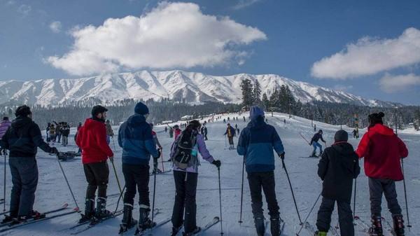 Saking luasnya, trek ski di sini adalah yang terluas di Asia.