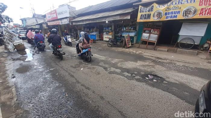 Jl Raya Pabuaran Kabupaten Bogor, rusak. (Afzal Nur Iman/detikcom)