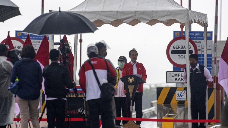Presiden Joko Widodo (Jokowi) meresmikan Tol Kayu Agung-Palembang sepanjang 42,5 km. Jalan bebas hambatan ini merupakan bagian dari jaringan Jalan Tol Trans Sumatera (JTTS).
