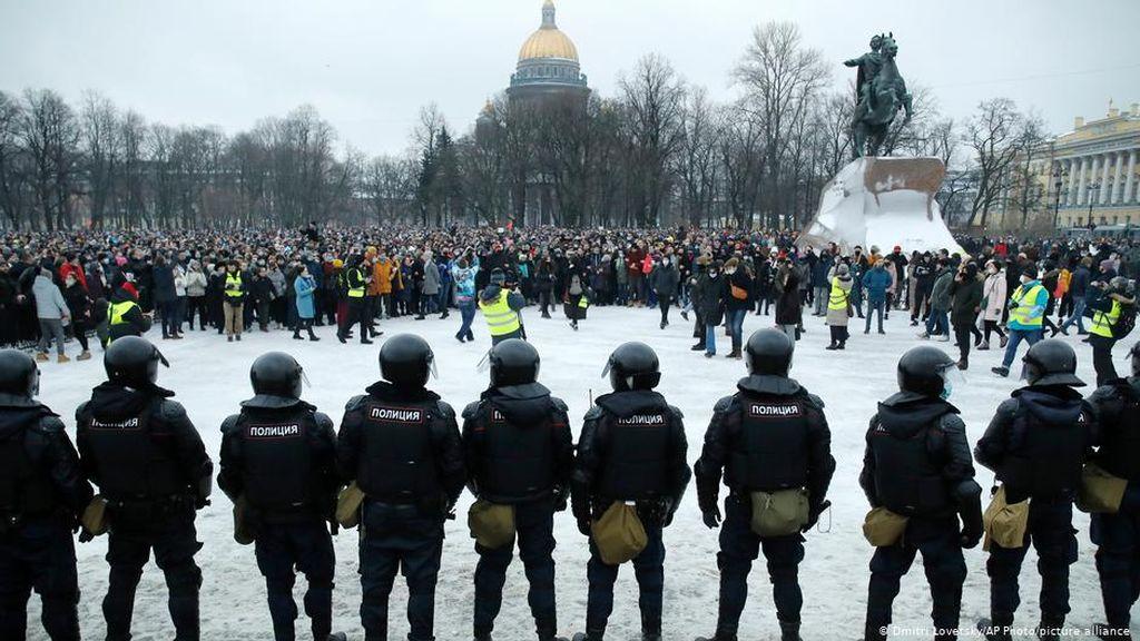 Polisi Rusia Minta Maaf Atas Kebrutalan Aparat Selama Demo Pro-Navalny