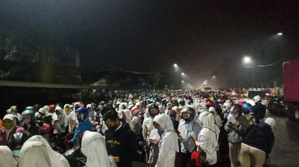 Begini Suasana Demo Warga di Mojokerto yang Picu Kerumunan Buruh