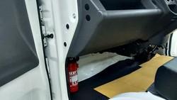Mobil Suzuki Kini Dilengkapi APAR, di Mana Letaknya?