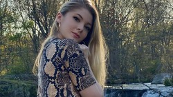 Foto: Penampilan Model yang Ngaku Religius Tapi Jual Konten Sensual