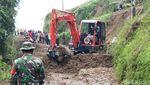 Material Longsor di Desa Cluntang Boyolali Mulai Dibersihkan
