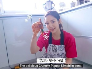 Park Min Young Bikin Sendiri Kimchi Cabai yang Jadi Favoritnya