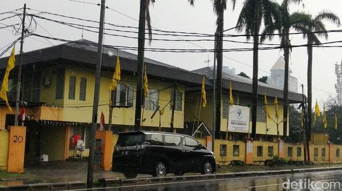 Tommy Soeharto menggugat Rp 56 miliar ke pemerintah terkait penggusuran bangunan miliknya di kawasan proyek Tol Desari. Bangunan itu berada di Jalan Pangeran Antasari, Jaksel.