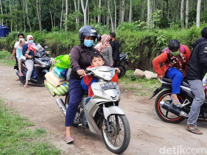 Pengungsi Gunung Merapi di Sleman dipulangkan, Selasa (26/1/2021).