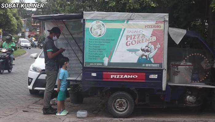 Pizza Goreng dan Pangsit Lek Gino Sepi