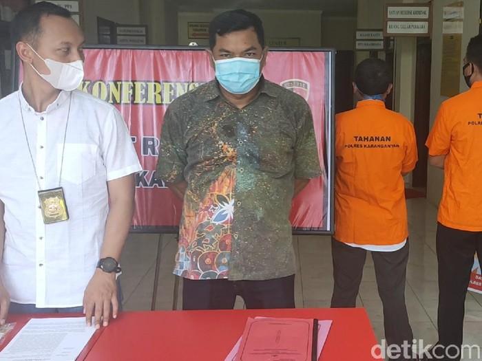 Polisi bongkar praktik penjualan pupuk bersubsidi ilegal, Karanganyar, Selasa (26/1/2021).