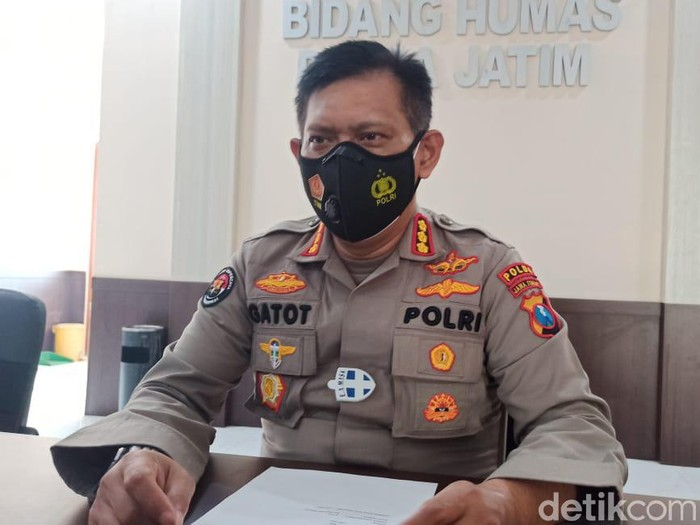 Polisi Jatim mengumpulkan hasil denda Rp 500 juta selama operasi yustisi pemberlakuan pembatasan kegiatan masyarakat (PPKM). Hasil itu terkumpul selama dua pekan PPKM.