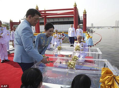 Raja Thailand Maha Vajiralongkorn & Sineenat Wongvajirapakdi