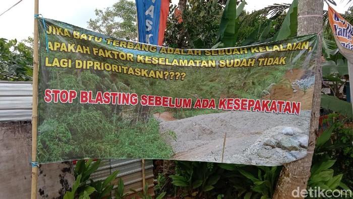 Ratusan rumah dilaporkan terdampak proses blasting proyek Bendungan Bener, Purworejo, Selasa (26/1/2021).