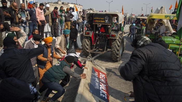 Parade militer di hari Republik India diwarnai aksi protes ribuan petani. Mereka yang kebanyakan menggunakan traktor.