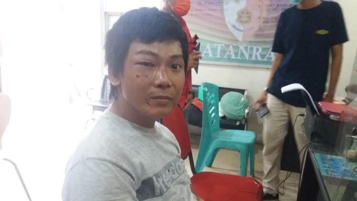 Taswin (33) membakar rumah ortu gegara tak diberi uang beli sabu.