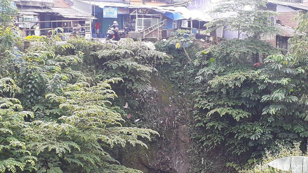 Tolong! Jl Cilebut di Kota Bogor Ini Dikhawatirkan Rawan Longsor