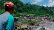 Warga Klaten Ramai-ramai Berburu Pasir Lahar Merapi