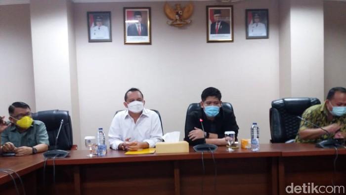 DPD Golkar Sulut mengumumkan pencopotan James Arthur Kojongian dari jabatan Ketua Harian DPD Golkar Sulut (Angel Rawis/detikcom)