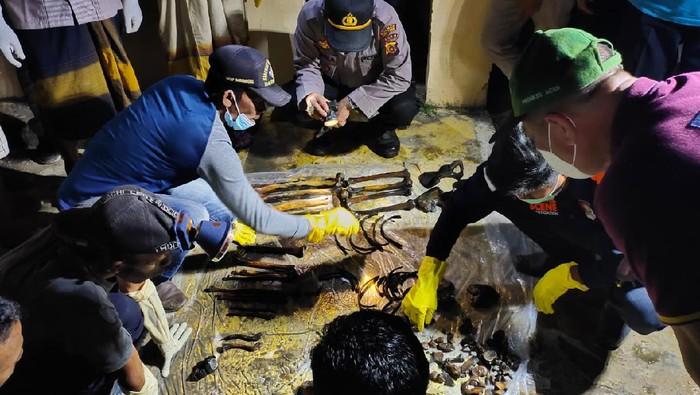 Dua Kerangka Manusia Terbungkus Kain Mukena Ditemukan di Aceh Timur (Foto: dok. Polres Aceh Timur)