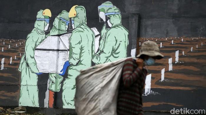 Edukasi masyarakat tentang protokol kesehatan mengenai bahaya COVID-19 lewat mural terus dilakukan. Namun kasus COVID-19 di Indonesia telah menembus angka 1 juta.