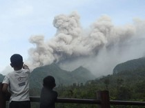 Gunung Merapi Erupsi Siang Ini, Warga KRB 3 Klaten Mengevakuasi Diri