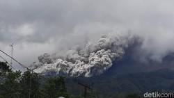 Gunung Merapi Erupsi, Sirene Bahaya Meraung-Warga Turun ke Tempat Aman