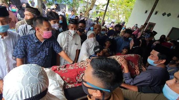 Hakim Pengadilan Agama (PA) Barru, Sulawesi Selatan (Sulsel), Hisaima, wafat di meja kerjanya saat membikin putusan (dok Istimewa)