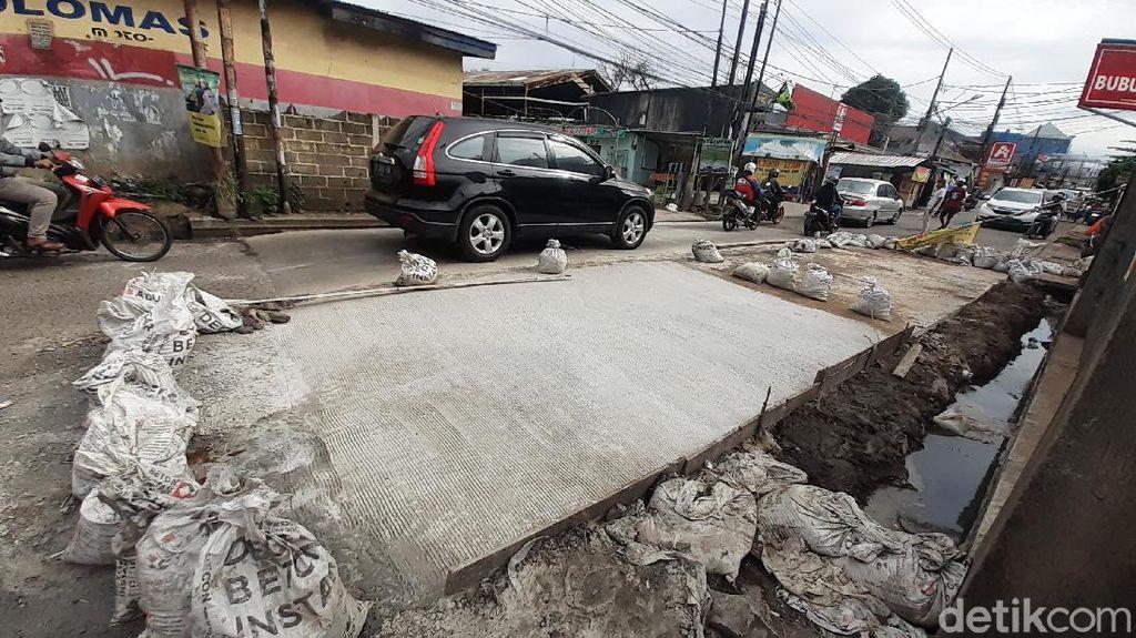 Selesai Diperbaiki, Jalan Caman Raya Bekasi Segera Bisa Dilewati Dua Arah