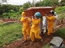 Cerita Warga Gotong Jenazah COVID-19 Sendiri Gegara Tukang Jasa Pikul Mogok