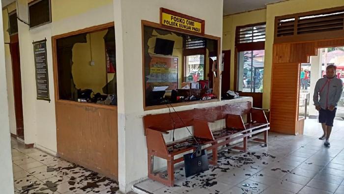 Mapolsek Sungai Pagu Solok Selatan diserang sekelompok massa, Rabu (27/1/2021).