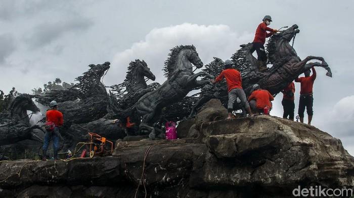 Patung Arjuna Wijaya atau Patung Arjuna Wiwaha jadi salah satu patung ikonik di Jakarta. Perawatan patung itu rutin dilakukan agar kondisi patung tetap terawat.