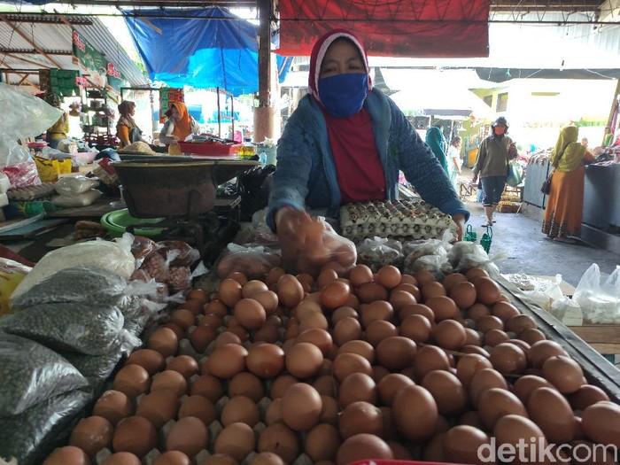 penjual telur di Pasar Porong Sidoarjo