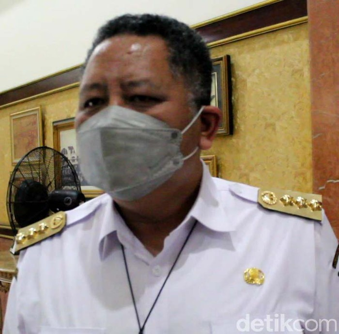 Plt Wali Kota Surabaya Ehisnu Sakti Buana