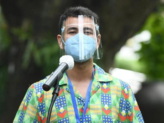 Raffi Ahmad usai menjalani vaksinasi COVID-19 ke-2 di Istana