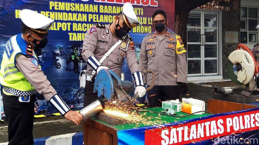 Ratusan Knalpot Brong Digergaji Polisi di Boyolali