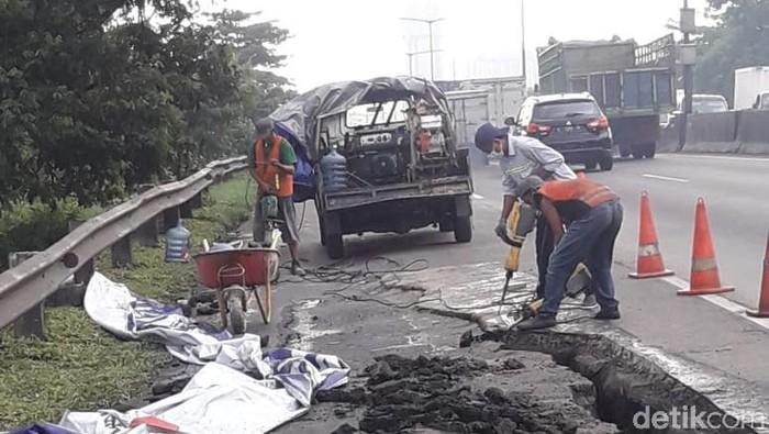 Ruas Tol Surabaya-Gempol Longsor