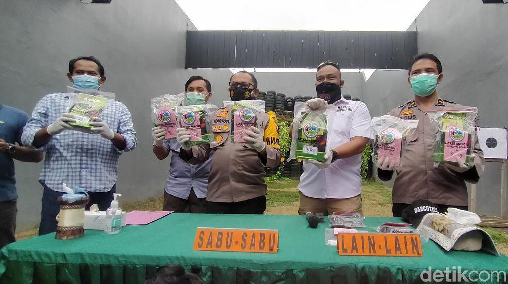 Polisi Gagalkan Peredaran 8 Kg Sabu di Surabaya yang Dikemas Dalam Teh China