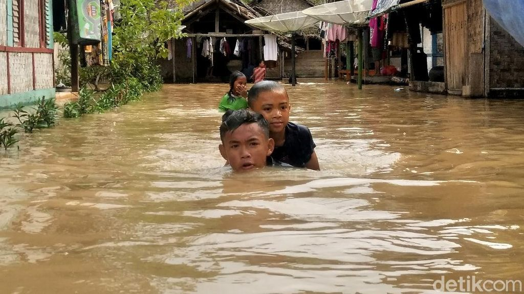 518 KK Terdampak Banjir di Pandeglang